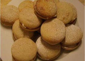 Apple and Cinnamon Whoopie Pies