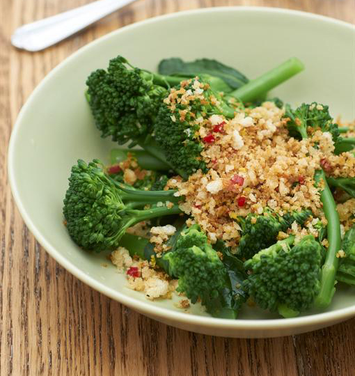 Broccoli with chilli breadcrumbs